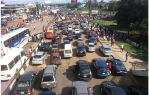 Protesting UNIBEN Students Shut Down Main Gate, Highway